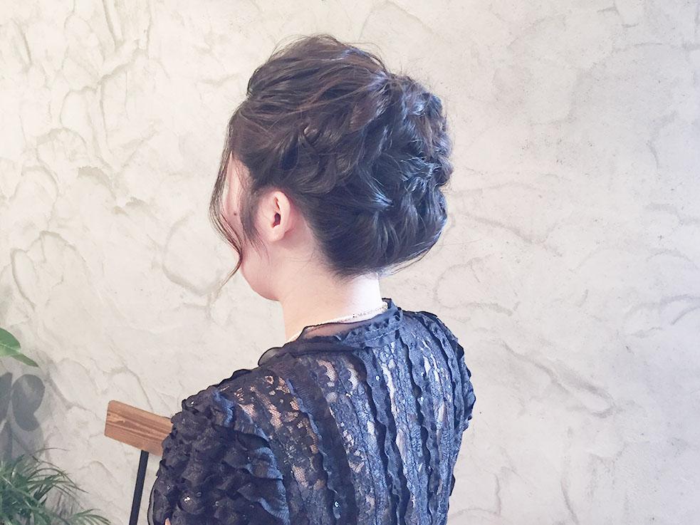 自分の髪で作ったお花でかわいさ演出♪お団子ヘアアレンジ