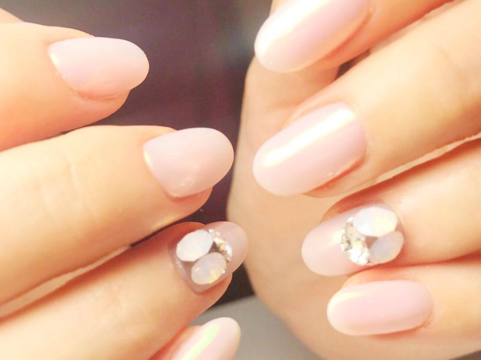 重要なのはデザイン?カラー?美しい指先に見せるためのネイル選びとは?