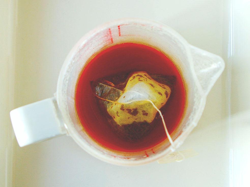 美しいべっ甲色に!紅茶のエキスをしっかり抽出するのがポイント