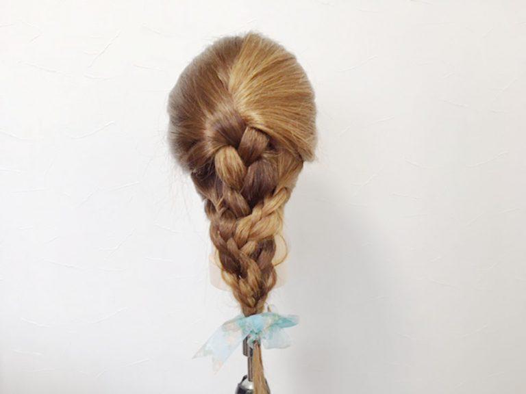 パステルカラーのヘアアクセに胸キュン♪三つ編みでできる簡単ゆめかわヘアアレンジ