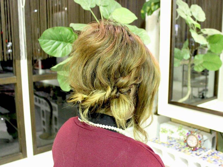 ボブ~ミディアムヘアさん向け!襟足に沿ってツイストするだけで完成まとめ髪アレンジ