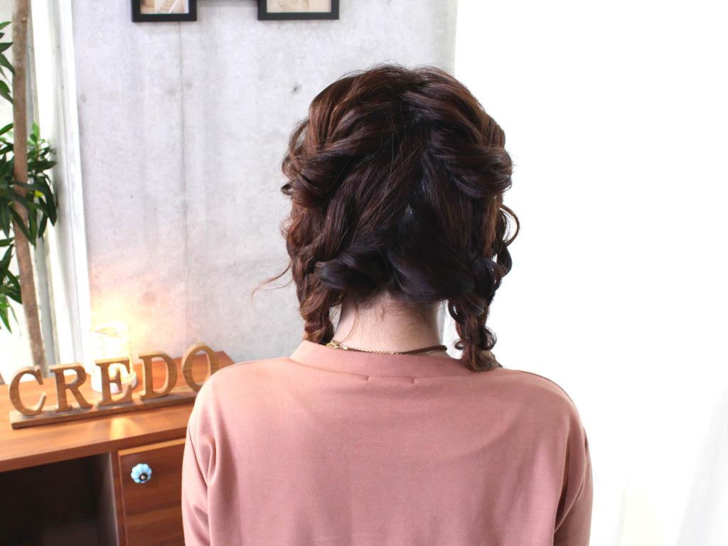 珍しい三つ編みツーサイドダウンヘアで、周囲と差を付けよう!