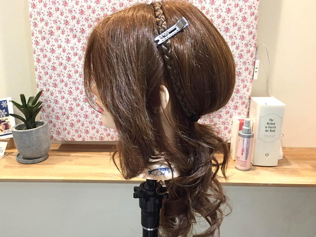 カチュームに髪を入れ込むだけ!3分で作る簡単ギブソンタック