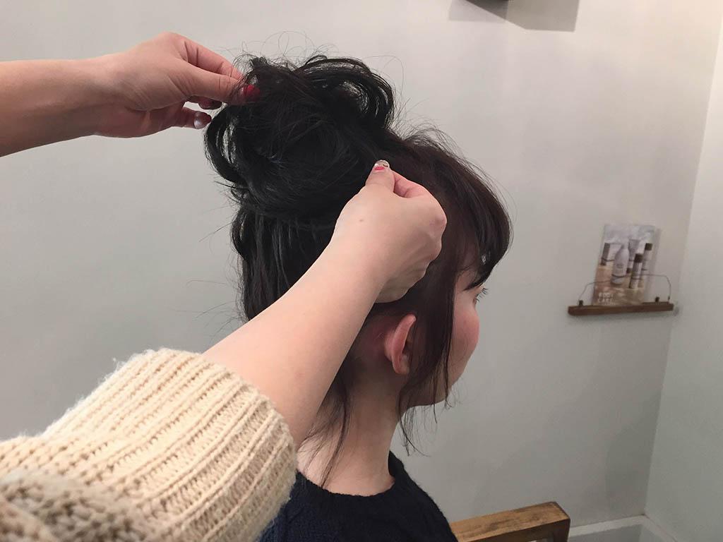 ざっくり感がかわいい!三つ編みで作る簡単ふわふわお団子アップヘアをもう試した!?