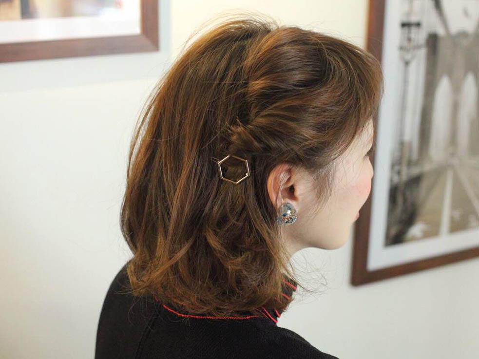 ボブヘアでもできるワンポイントヘアアレンジ!ねじり留めが簡単