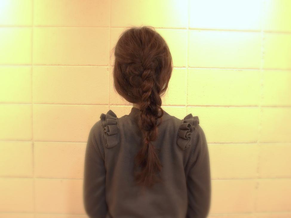 日常使いに◎!三つ編みとねじり編みでできるまとめ髪の作り方