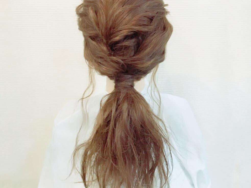 ローポニーテールの作り方☆おくれ毛がこなれ感を演出♪