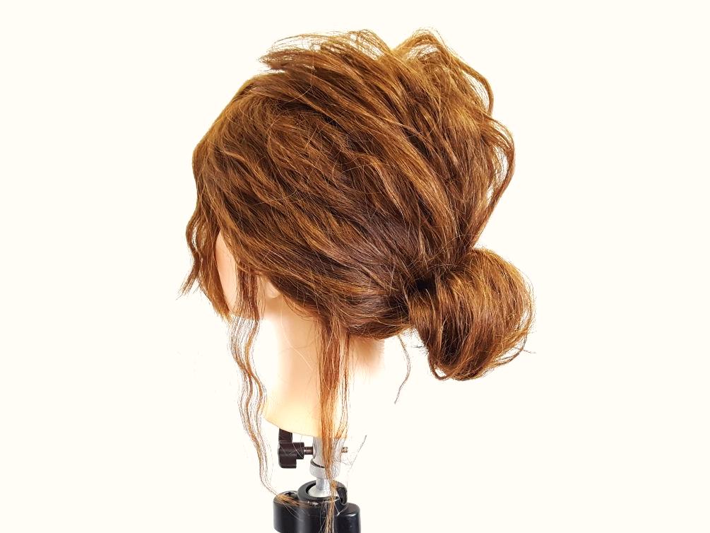 このヘアアレンジを応用すればシニヨンヘアにもできちゃう!