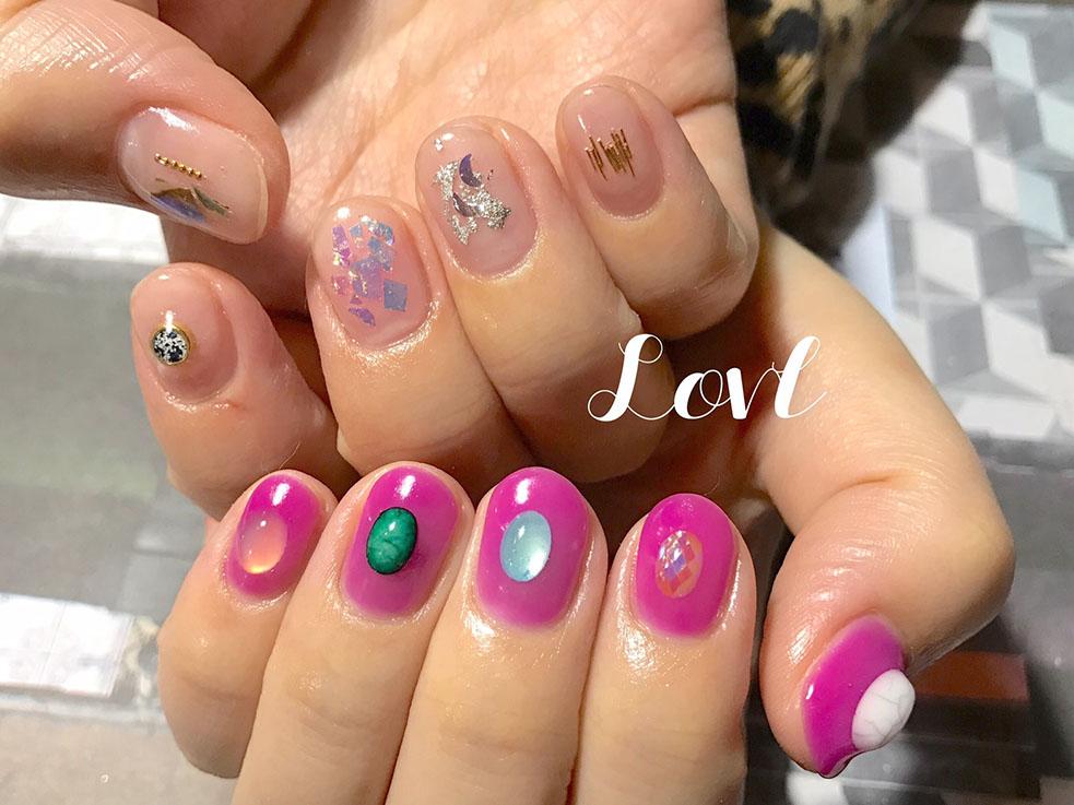 春のカラーはピンク!爪先にトレンドカラーを取り入れて華やかに