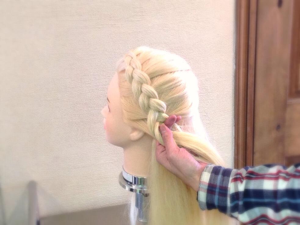 ハートを作るには、最初の分け方が大切!ハートヘアの作り方