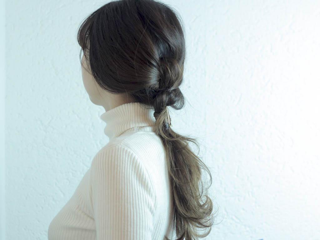 片結びだけで完成!地毛を結んで作るノットヘアーのポニーテールがラフかわいい