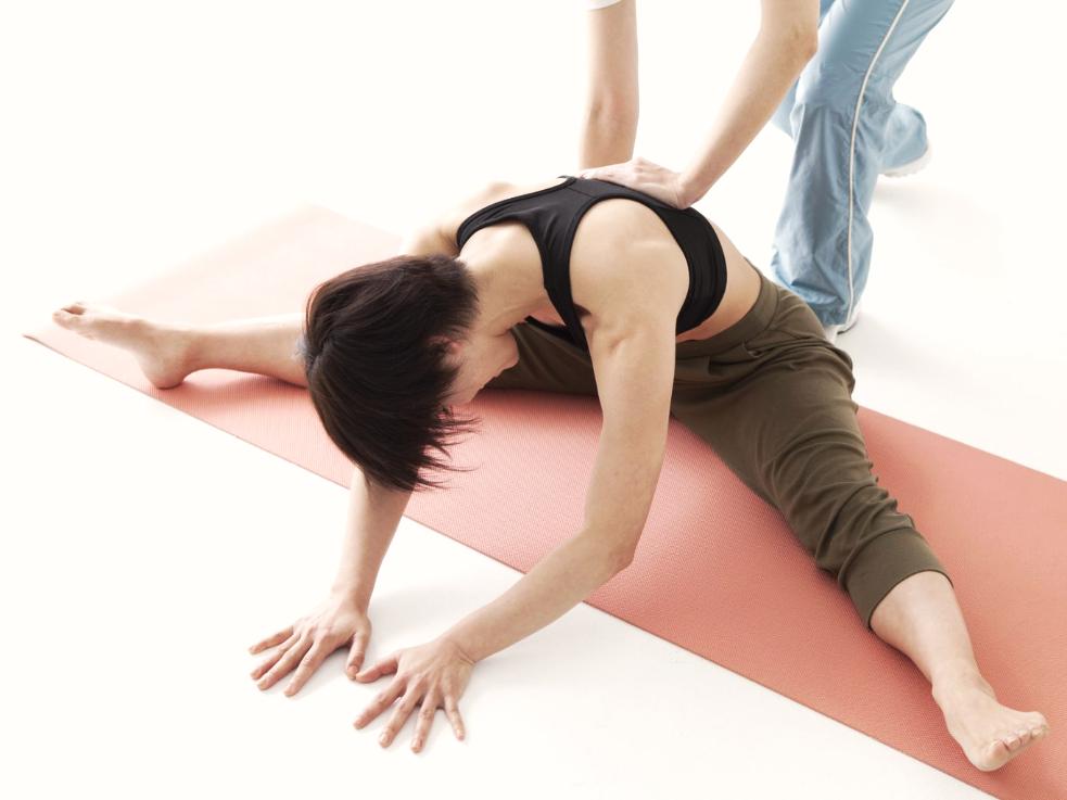 身体が柔らかくなるコツ!硬い人でも開脚前屈ができるようになるストレッチ方法