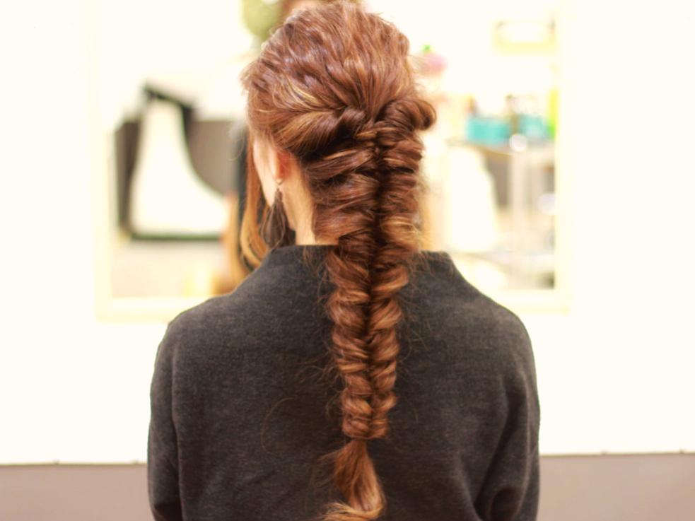 【ロングヘア向け】波ウェーブ×複数くるりんぱで作る!簡単かわいいヘアアレンジ☆