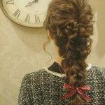 自分の髪がアクセに!バックスタイルで差が出るワンランク上の編み込みヘアアレンジ