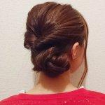 超絶簡単なまとめ髪!くるりんぱと三つ編みで作るコサージュ風アップスタイルヘア