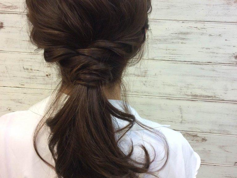 かわいいのに媚びてないゆるふわローポニーテールがやっぱり一番!大人の簡単まとめ髪