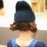 帽子×三つ編みヘアアレンジ☆ニット帽に似合うフラワーツインお団子ヘアスタイル