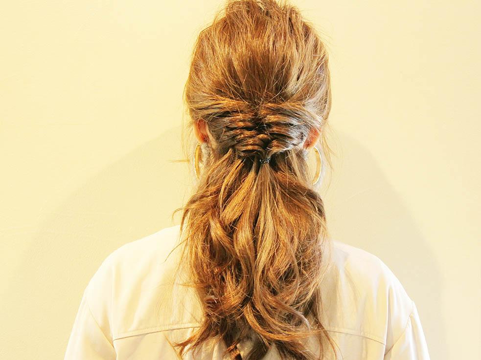 ON/OFFどちらにも使える「くるりんぱ」のまとめ髪