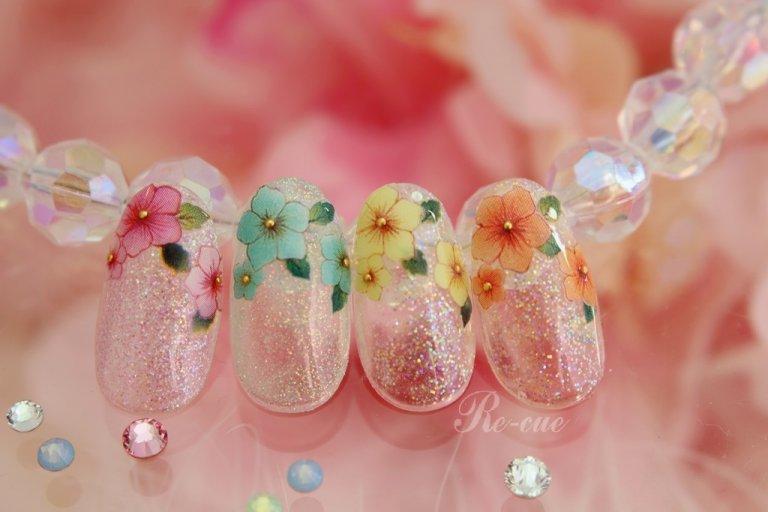 ネイルシールで雰囲気に合うお花をチョイス!