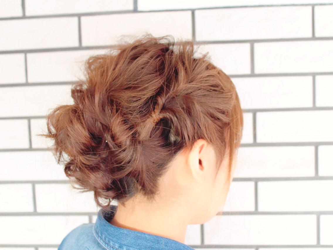 サイドのくるりんぱがかわいいヘアアレンジ!カジュアルなまとめ髪アップスタイル
