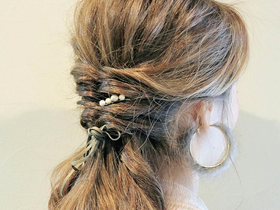 『結ぶ、くぐらす、ほぐす』 簡単テクニックで作るゆるふわヘア