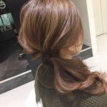 簡単かわいいヘアアレンジ「くるりんぱ」の片側寄せワンサイドで女っぽさ満点に!