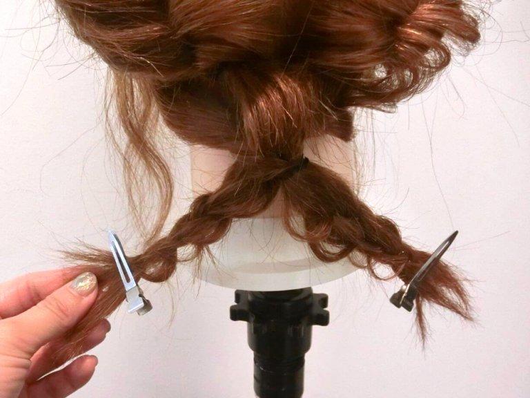急なお呼ばれや女子会に!くるりんぱ×三つ編みで作る簡単まとめ髪アップスタイル