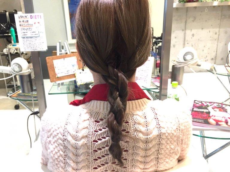 ロールパンみたいなシニヨンがかわいい。三つ編みまとめ髪の作り方_2