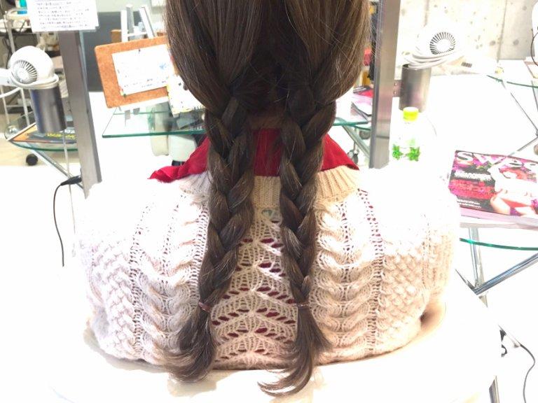 ロールパンみたいなシニヨンがかわいい。三つ編みまとめ髪の作り方_1