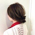 【雨の日対策】ロールパンみたいなシニヨンが可愛い。三つ編みだけで作れる簡単アレンジの作り方