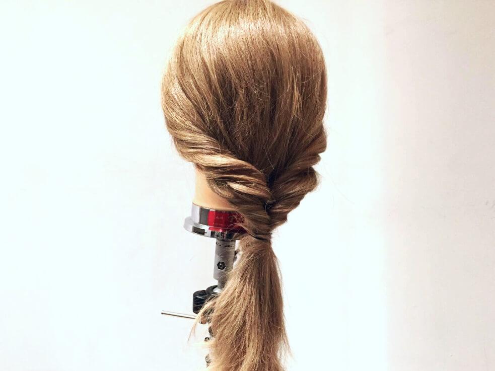 初心者さん向け!くるりんぱテクニックだけで完成するローポニーテールのヘアアレンジ