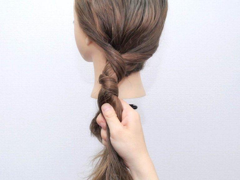 使うのはヘアゴムだけ!手順は髪を2つに割ってねじるだけ!!_3