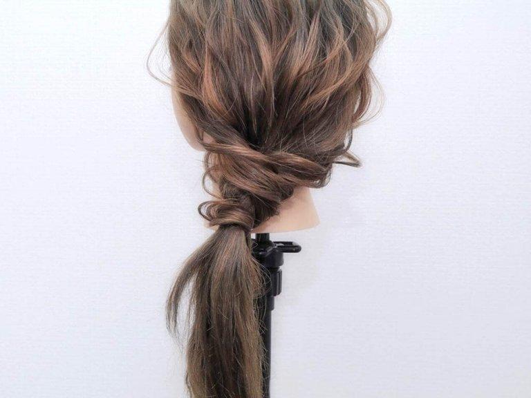 使うのはヘアゴムだけ!手順は髪を2つに割ってねじるだけ!!_5