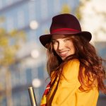 好きな色がストレスレベルに影響する!? 秋のファッション&ネイルカラー、どう選ぶ?