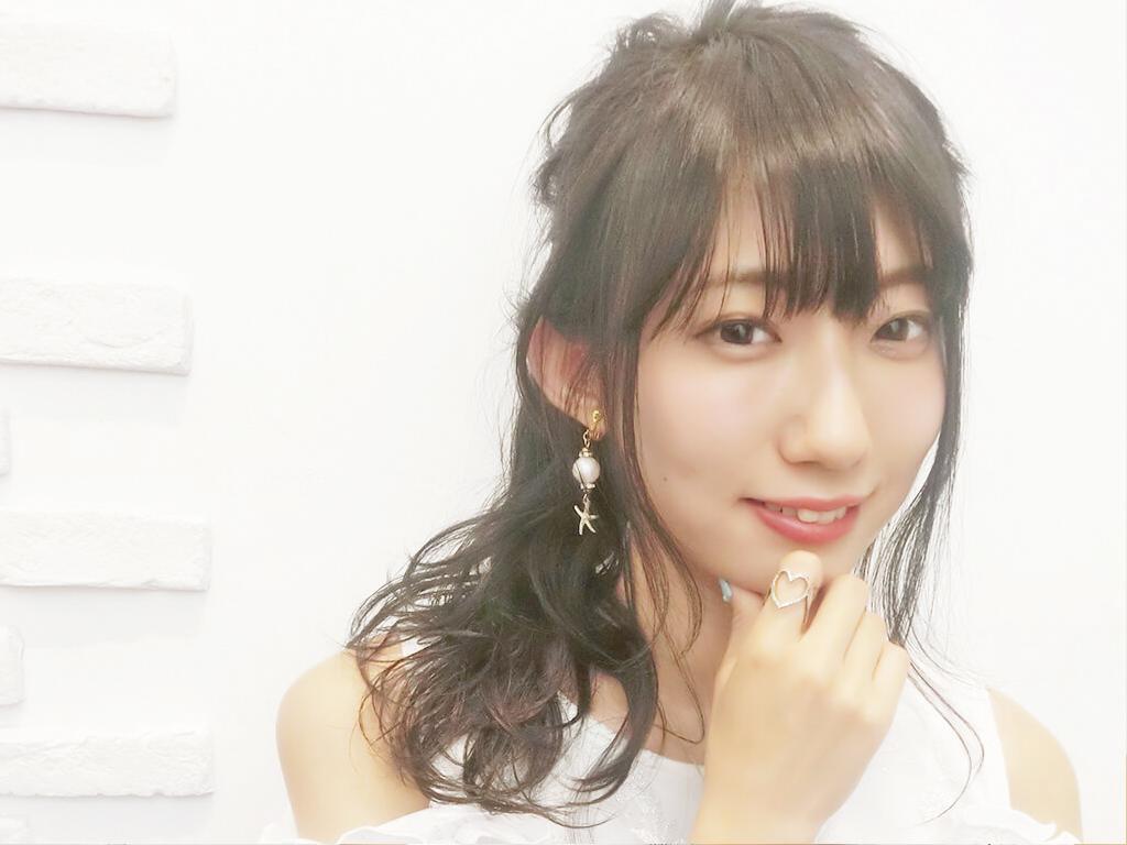 横から見てもオシャレ♡三つ編みをプラスした簡単かわいいポニーテールヘアアレンジ