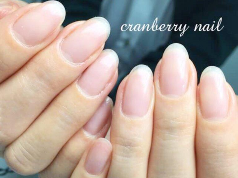 ネイルを続けることで、爪のピンクの部分が長くなってくることも!?