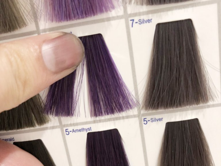 髪色だけが浮かないように気を付けて! 似合わせカラーの選び方