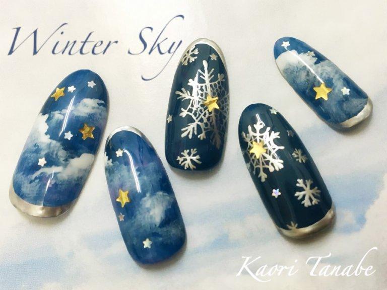 メタリックを味方にクールな冬空ネイルアート