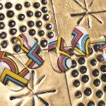 幾何学模様、ダマスク柄にクールカラー。人気アンティーク&レトロネイルで大人ネイルを制する