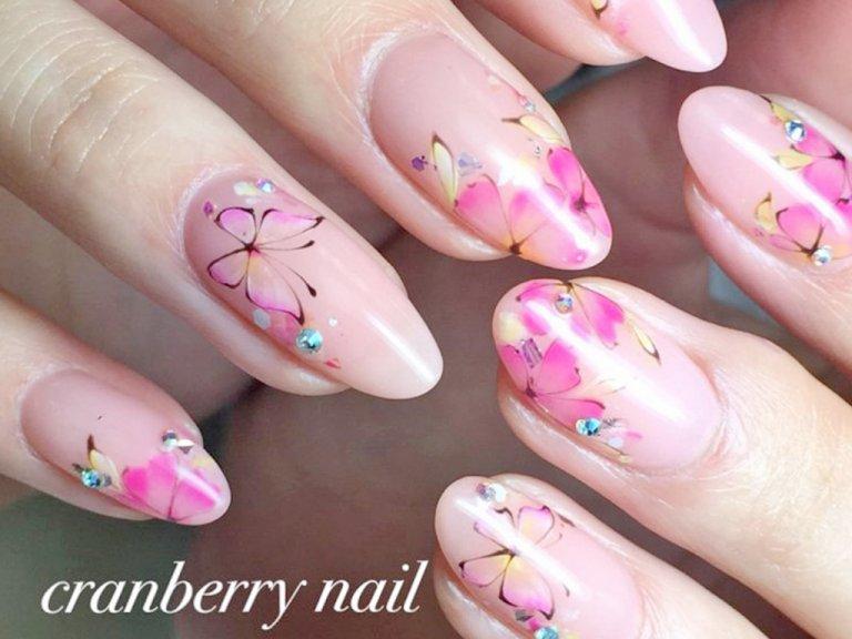 春はピンクの季節。人気のピンクネイルデザインをご紹介