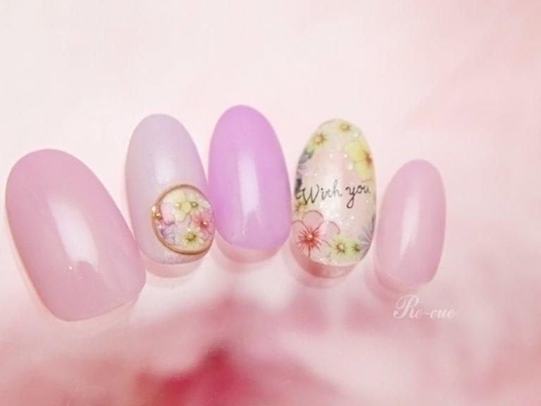 お花やメッセージをプラスして春色ネイルに