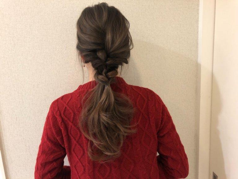 忙しい朝でも大丈夫!ヘアゴム2本でササっと作れるまとめ髪