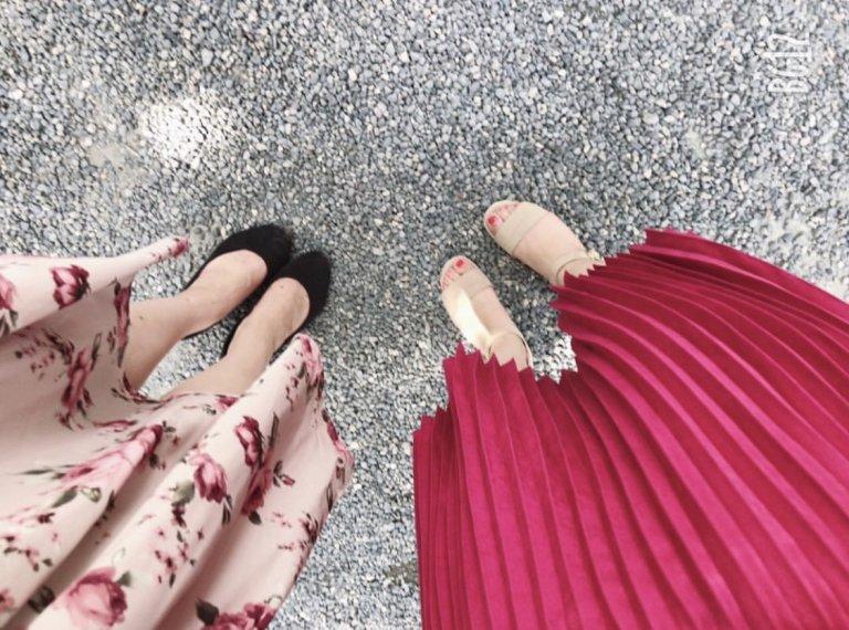 お洒落見えするプリーツスカートは、トレンド志向の女性に大人気!